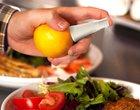 Ten gadżet przyda się w każdej kuchni - spray do cytrusów