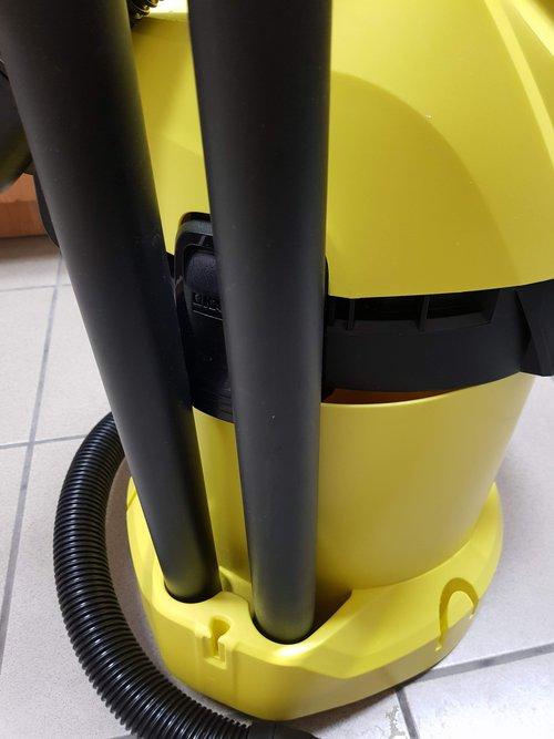 Karcher WD 3: pomysłowe uchwyty na rury / fot. Techmaniak