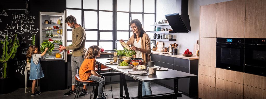 Amica: wyposażenie kuchni w nieszablonowych kolorach / fot. Amica