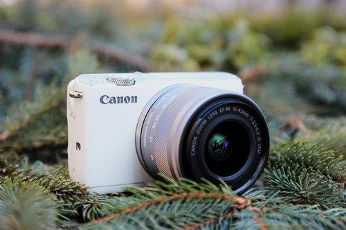 Niezbyt udany model - Canon EOS M10/fot fotoManiaK.pl