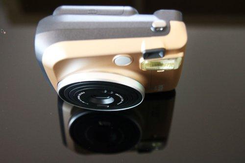 Fujifilm Instax Mini 70 - potencjalny konkurent Polaroida