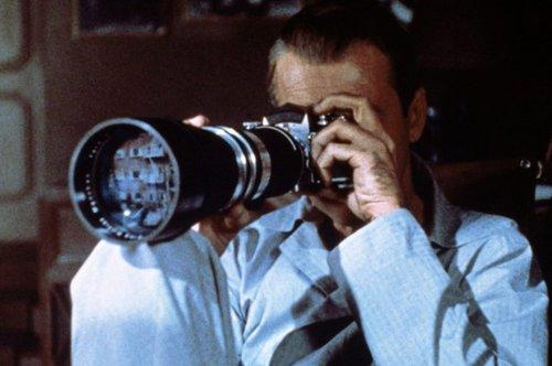 """Fotos z filmu """"Okno na podwórze""""."""