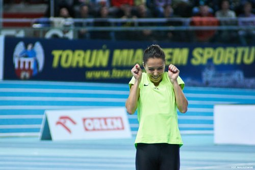 Tak cieszyła się Joanna Jóźwik po wygranym biegu /fot.fotoManiaK