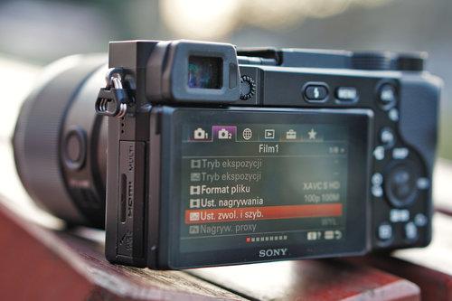 Sony A6100/fot. fotoManiaK.pl