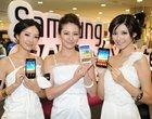 Od takich kobiet aż grzech nie kupić smartfona (foto)