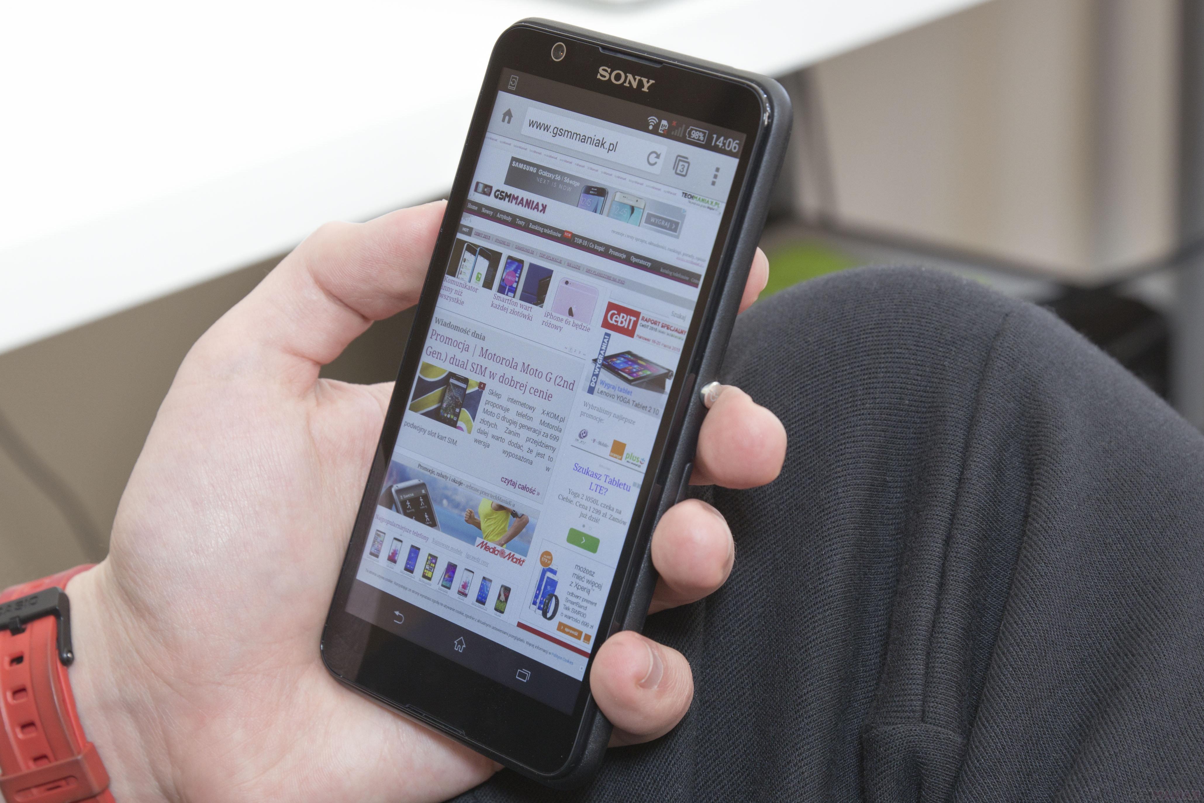 Sony Xperia E4 to telefon oferujący w przystępnej cenie wszystko to co w linii Xperia najlepsze eleganckie wzornictwo bogatą nakładkę systemową i dużą