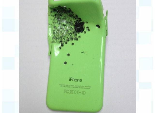 Postrzelony iPhone 5C / fot. Ubergizmo