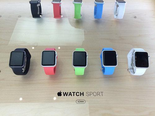 Różne wersje kolorystyczne Apple Watcha / fot. Kansir, Flickr.com