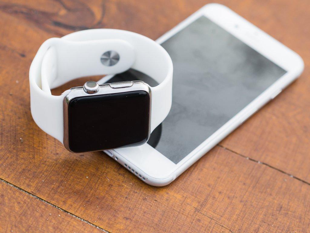 Apple Watch i iPhone / fot. Pixabay