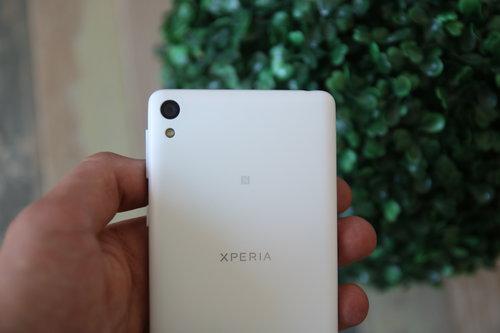 Sony Xperia E5/fot. gsmManiaK.pl