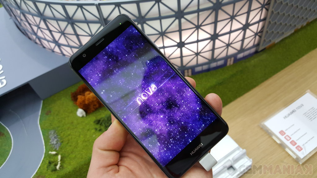 Huawei nova / fot. gsmManiaK.pl