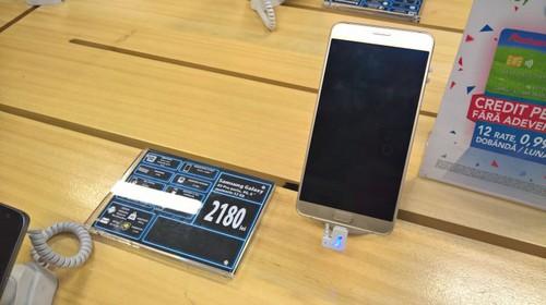 Samsung Galaxy A9 Pro w rumuńskim sklepie / fot. GSMArena