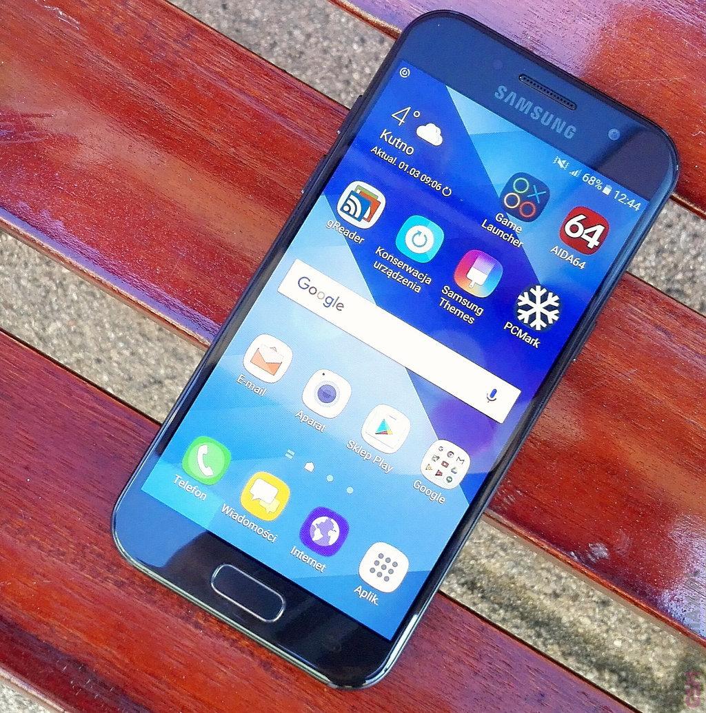 Samsung Galaxy A3 (2017) / fot. gsmManiaK