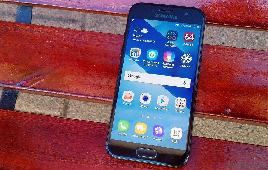 Samsung Galaxy A3 (2017)  fot. gsmManiaK