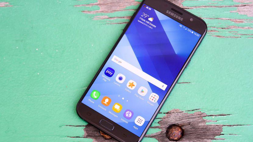 Samsung Galaxy A7 (2017)/ fot. cnet