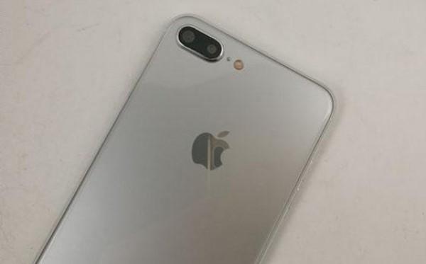 Atrapa iPhone 7S Plus / fot. Slashleaks