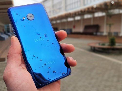 HTC U11 life / fot. gsmManiaK.pl