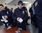 Policjanci otrzymują nowe smartfony. Do wyboru mają dwa modele