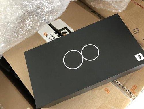 Pudełko od Xiaomi Mi 8 / fot. playfuldroid.com
