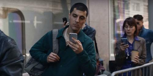 Reklama telefonów Samsung.