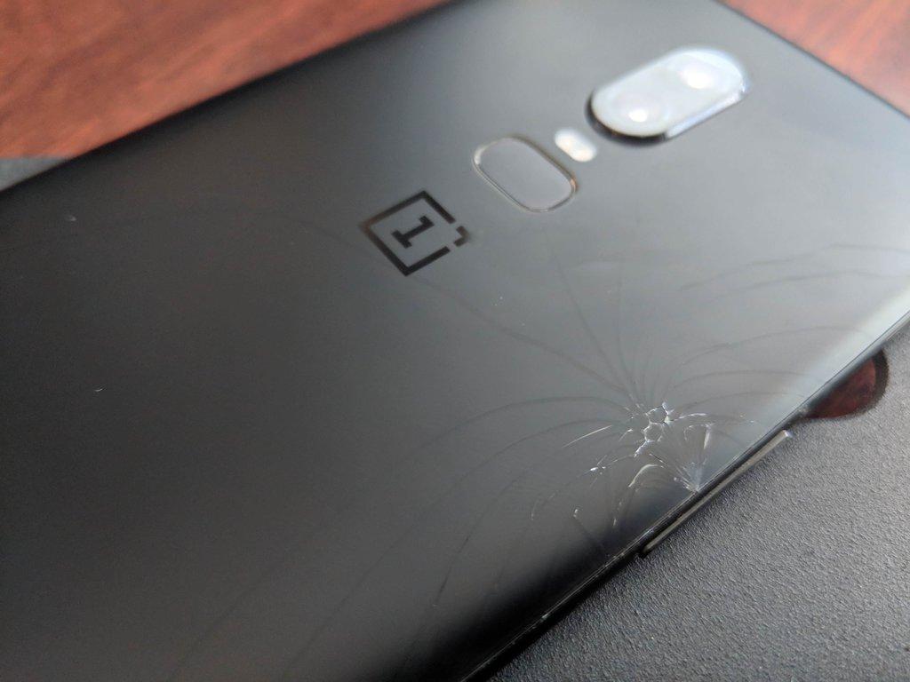 Pęknięty OnePlus6