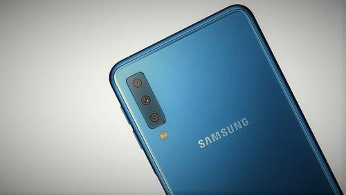 Galaxy A7 (2018) to pierwszy model Samsunga z potrójnym aparatem / fot. gsmManiaK