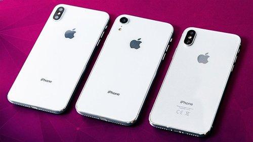 iPhone XS po prawej / fot. Weibo