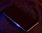 Oto smartfon z podwójnym ekranem i bez kamerki do selfie – czy to się uda?
