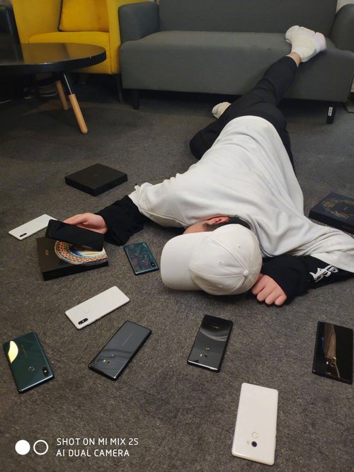 Xiaomi Mi Mix 3 razem z poprzednikami / fot. Xiaomi