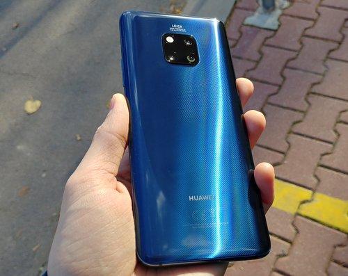 Niebieski Huawei Mate 20 Pro / fot. gsmManiaK.pl