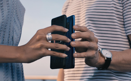 Mate 20 Pro Reverse Charging / fot. Huawei