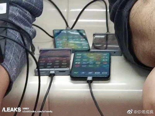 Mate 30 Pro (pierwszy po lewej) / fot. Weibo