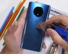 OnePlus 7T to zginany smartfon. Dosłownie, bo popęka w palcach
