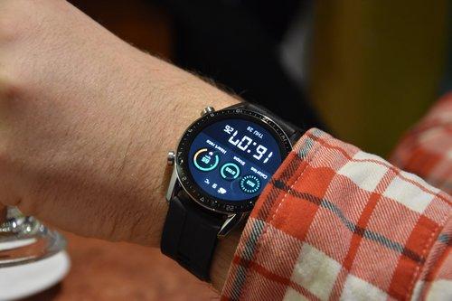 Huawei Watch GT2 na nadgarstku: cyfrowa tarcza / fot. techManiaK