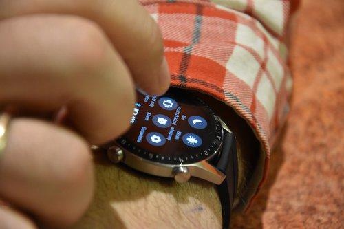 Huawei Watch GT2: obsługa na nadgarstku (3) / fot. techManiaK