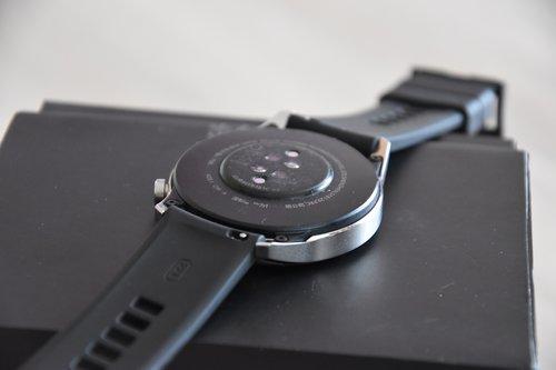 Huawei Watch GT2: wysepkowe umieszczenie czujników / fot. techManiaK