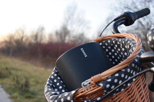 Sonos Move: na rowerze / fot. techManiaK