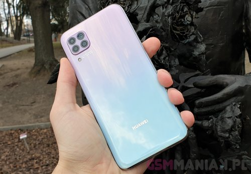 Huawei P40 Lite / fot. gsmManiaK.pl