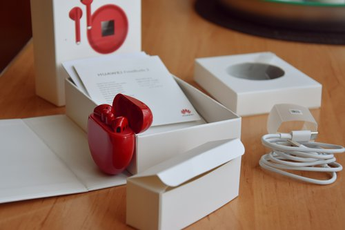 Huawei FreeBuds 3: zawartość opakowania / fot. techManiaK