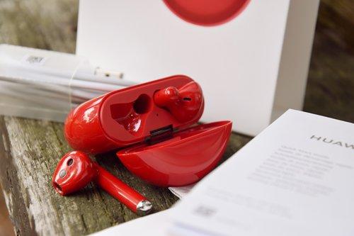 Huawei FreeBuds 3: czerwone najlepsze? / fot. techManiaK