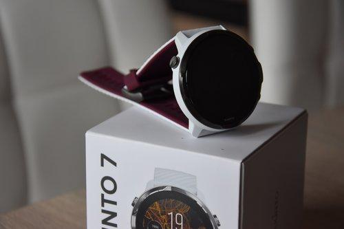 Suunto 7: zegarek i opakowanie / fot. Suunto