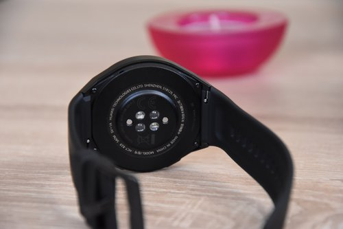 Huawei Watch GT 2e: wysepkowe umieszczenie czujników / fot. techManiaK