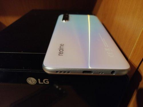 Jack 3,5 mm w Realme 6 / fot. LinekPark