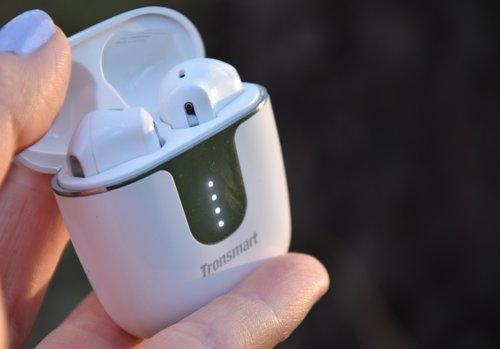 Tronsmart Onyx Ace TWS: stan baterii etui po uchyleniu wieczka / fot. techManiaK