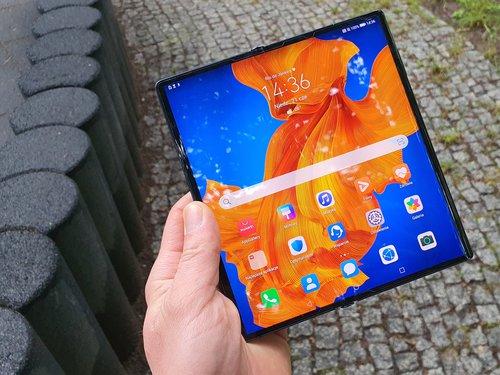 Huawei Mate Xs / фот. gsmManiaK.pl