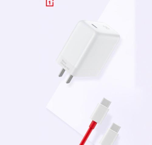 Ładowarka OnePlus o mocy 65 W/fot. Weibo via GSMarena