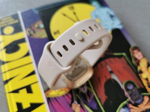 Fitbit Sense: pasek / fot. gsmManiaK