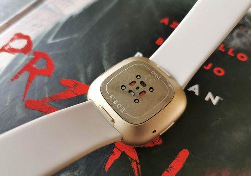 Fitbit Sense: tył / fot. techManiaK