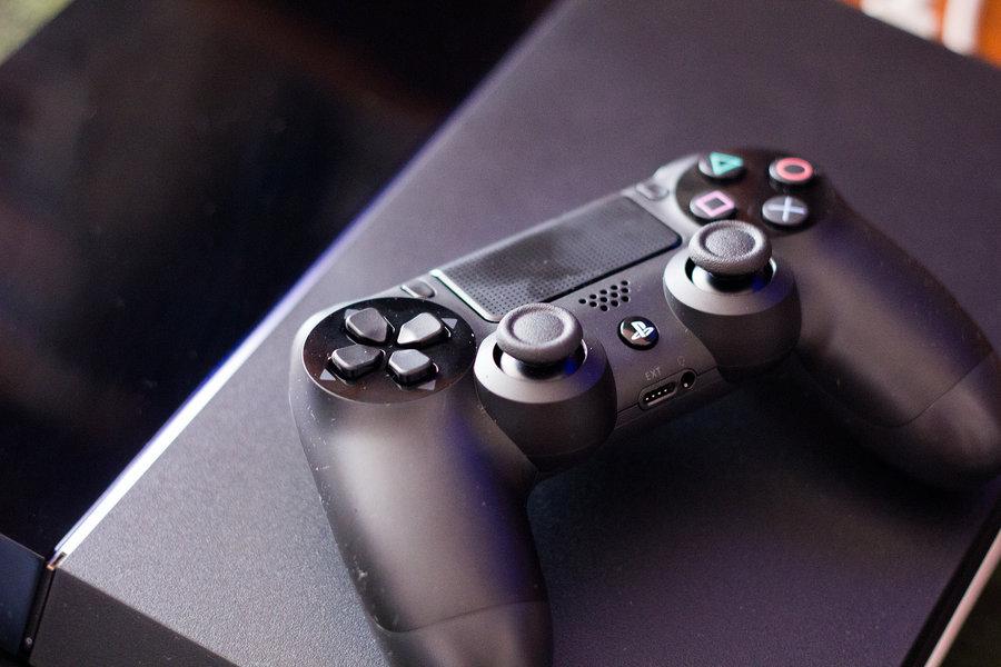 Sony PlayStation 4 / fot. Farley Santos, Flickr.com