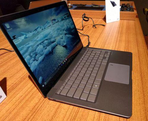 ASUS ZenBook 3 Deluxe / fot. liliputing.com